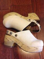 Camel Gymboree 9T Cloggs