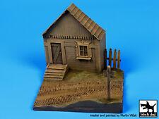 Blackdog Models 1/72 RUSSIAN VILLAGE HOUSE Resin Display Base