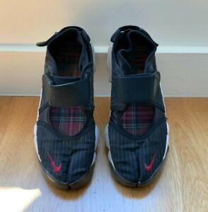 Nike Women's 2007 Air Rift Trainer Shoes Size 8 Black Split Toe Pinstripes