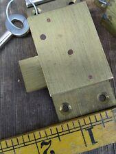 """OTTONE massiccio blocco armadietto montaggio superficiale con chiave 1 3/8"""" x 3"""".... VECCHIO magazzino."""