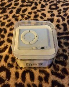 NIB mp3 player/USB Flash Disc silver