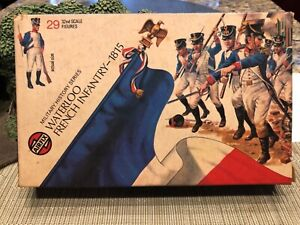 AIRFIX WATERLOO FRENCH INFANTRY 1/32scale 29 Figures a complete set