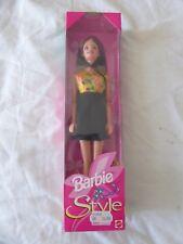Muñeca Barbie Vintage 1998 asiático Amarillo/Negro/Vestido Floral-Mattel 20767