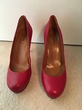 Gucci heels color red size 39.5 left and 38.5 right