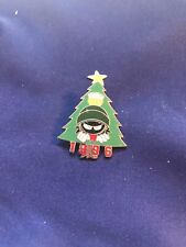 Warner Bros Looney Tunes Marvin The Martian Christmas Tree 1996 Badge Pin