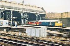 PHOTO  MANCHESTER VICTORIA RAILWAY STATION CLASS 47 LONDON TRAIN IN PLATFORM 16