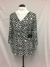 Near New Black & White Crossroads crossover top Size M