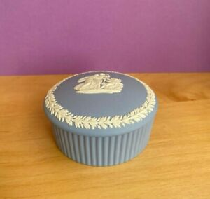 WEDGWOOD  BLUE JASPER JASPERWARE  ROUND FLUTED  TRINKET BOX 1964