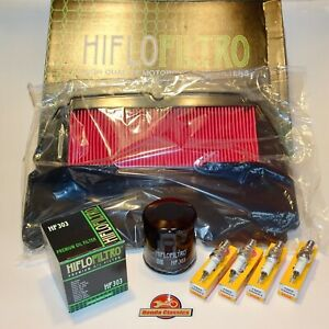 Honda CBR900RR Fireblade Engine Service Kit, Oil Air Filters Spark Plugs. KIT102