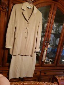 St John Beige Chevron knit Skirt Suit size 6/4