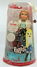 Bratz Talking Doll Cloe New In Damaged Box with Cel Phone Charm