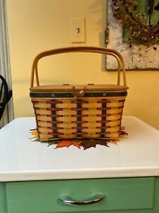 LONGABERGER PICNIC BASKET WITH WOODEN LID, CLOTH LINER, TWO PLASTIC PROTECTORS