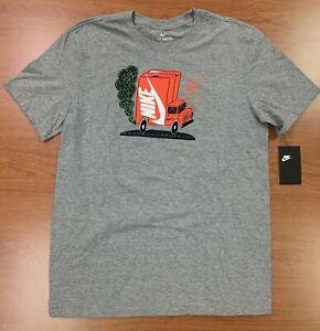 Nike Sportswear Men's Graphic Short Sleeve Shirt