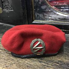 Original Bundeswehr Barett rot mit Barettabzeichen Fernmelder in Ihrer Größe