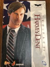 1/6 Hot Toys The Dark Knight Harvey Dent Two-Face Figure