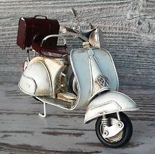 Blechmodell Motorroller Vespa weiß / beige Italien 17cm groß Metallmodell Retro