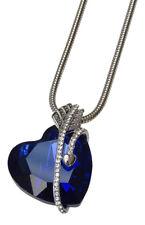 Collier, pendentif coeur bleu cristal autrichien entouré d'une flèche argenté.