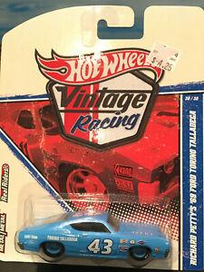 Hot Wheels 2010 Vintage Racing Richard Petty's 1969 69 Ford Torino Talladega MOC