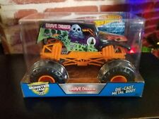 2017 Hot Wheels Monster Jam Halloween Grave Digger 1:24 Monster Truck
