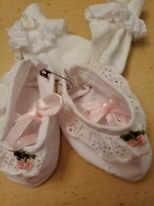 Vintage White Baby BOOTIES Doll Shoes socks 9/0
