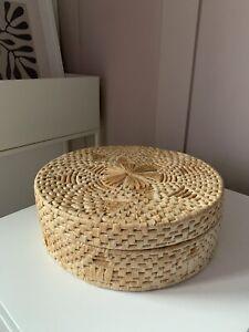 Vintage 7 Circle Straw Mats In Lidded Basket - Boho Woven