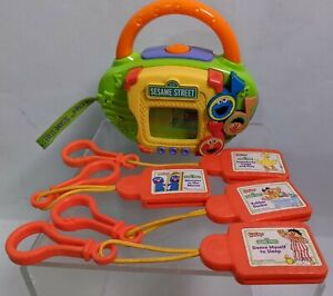 KID CLIPS * RADIO PLAYER w 4 Kid Clips * SESAME STREET kids clip RARE