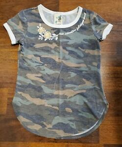 Girls Camo Tshirt; Lily Bleu; Size S 7/8