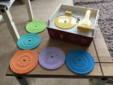 FISHER PRICE RETRO LOOK WIND-UP MUSIC BOX RECORD PLAYER WITH DISCS MATTEL 2010