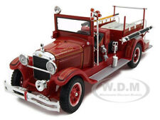 1928 STUDEBAKER FIRE ENGINE TRUCK 1:32 DIECAST MODEL  BY SIGNATURE MODELS 32347