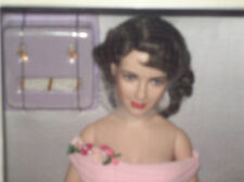 HTF ELIZABETH TAYLOR  Franklin MInt Vinyl Doll NIB