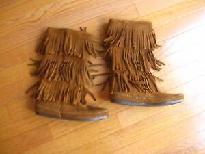 NEW Minnetonka Women's Calf Hi 3-Layer Fringe Boots Size 6 Brown 1632 NIB