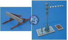 Royal Model 1/35 Railway Accessories No.2 (Buffer Stop Block, Water Crane) 512
