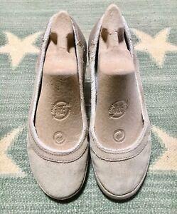 Crocs Women's Beige Suede Slippers Size 7.5, faux fur lining, rubber sole