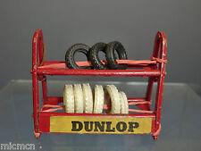 """VINTAGE modello DINKY Sytle Stazione di servizio """"Dunlop"""" Pneumatico """"ROSSO VERSIONE"""" Rack"""