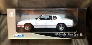 WELLY 1987 Chevrolet Monte Carlo SS White Red  1:18  Diecast Sealed