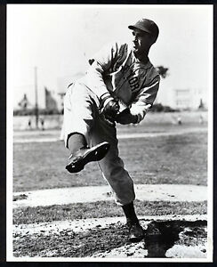 Carl Hubbell New York Giants 8x10 Official Hall of Fame Photo with Stamp on Back