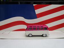 JOHNNY LIGHTNING '66 21 WINDOW SAMBRA VOLKSWAGEN BUS PINK & WHITE LOOSE
