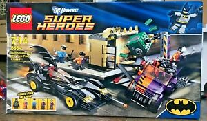 LEGO DC Super Heroes Batmobile Two-Face Chase 6864 - Complete Set & Minifigures