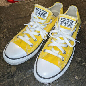 CONVERSE ALL STAR CHUCK TAYLOR BANANA YELLOW MENS SIZE 6 WOMENS SIZE 8 LOW TOPS