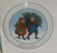 1981 Avon Christmas Memories Sharing the Christmas Spirit Porcelain Plate in Box