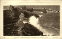 Biarritz Frankreich CPA ~1920/25 le Rocher de la Vierge et le Rocher Pergé Welle