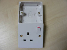 SINGLE 1 GANG 13 A AMP SWITCHED WHITE SOCKET + BACK BOX