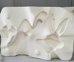 DUNCAN Ceramic Mold BUGS BUNNY (10'') lying eating carrot Warner Bros.