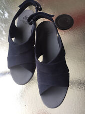 New Clarks Cloudsteppers navy marine textile upper women's sandals US size 8,5 W
