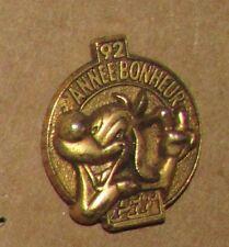 PIF GADGET 92 ANNÉE BONHEUR GOLD DOG BD VINTAGE PIN