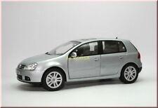 Volkswagen VW Golf 5 V 2004 - silber silver argento plata zilver - Bburago 1:18