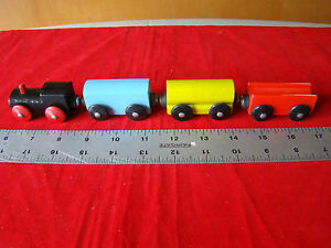 Vintage 4 Car Wooden Hand Painted Wood Magnetic Train 431453