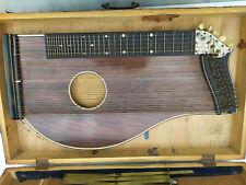 Alte Zither Musikinstrument Zupfinstrument mit Notenheften, Ständer und Koffer
