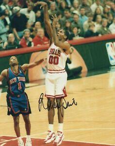 Robert Parish - NBA Champion, Chicago Bulls - Signed 8x10 Photograph