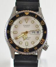 Vintage Mens Casio Diver Quartz DayDate White Dial Watch MD-700 for Parts/Repair